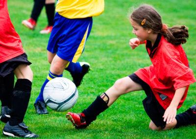 Fußball spielendes Mädchen