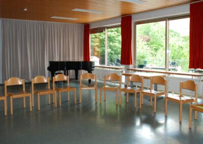 80qm-Raum mit Klavier